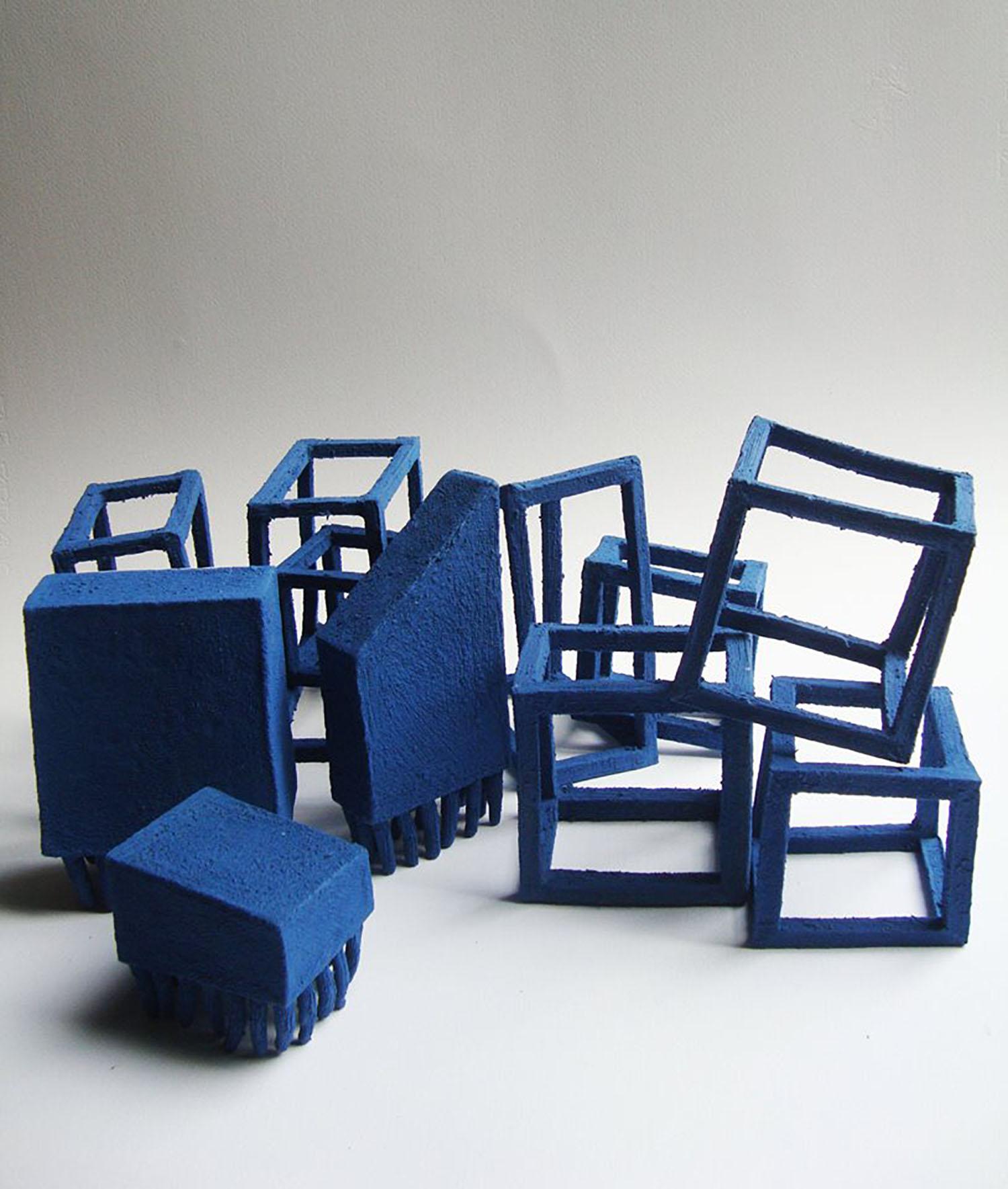 Estructuras azules, modelado en gres con engobes, 40 cm x 20 cm, 2015