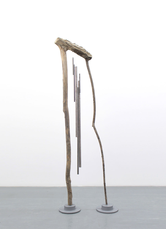 Escultura_ rama erosionada, hierro, acero, aluminio y bronce. 210 x 70 x 20 cm
